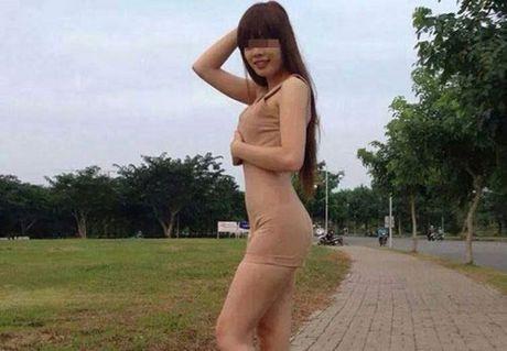 Do mat voi vay ao 'mac ma nhu khong' tren pho Viet - Anh 1