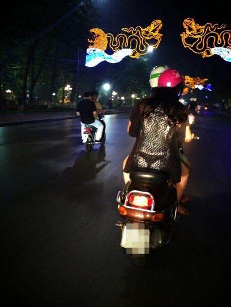 Do mat voi vay ao 'mac ma nhu khong' tren pho Viet - Anh 4