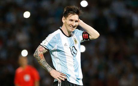 Nhan vien y te FIFA khong he biet toi danh tieng Messi - Anh 1