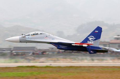 Kinh di canh tiem kich Su-30 bay sat sat mat dat - Anh 1