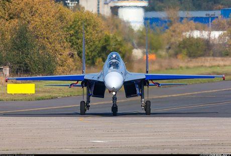 Kinh di canh tiem kich Su-30 bay sat sat mat dat - Anh 4