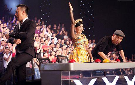 Cau be 9 tuoi danh trong khien giam khao 'phat cuong' vao thang chung ket Vietnam's got talent - Anh 2