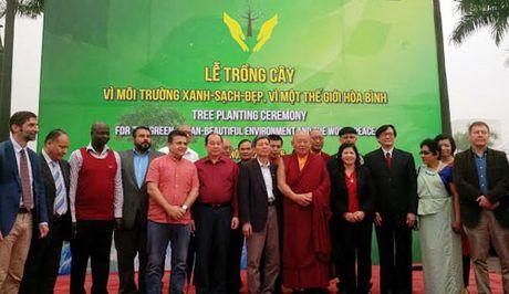 Duc Phap vuong Chetsang Rinpoche trong cay tai Cong vien Hoa Binh - Anh 1