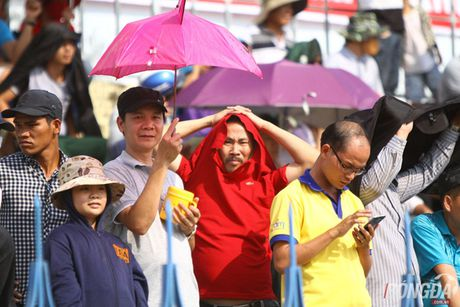 Khan gia Binh Phuoc doi nang tiep lua thay tro Minh Phuong - Anh 1