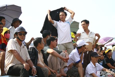 Khan gia Binh Phuoc doi nang tiep lua thay tro Minh Phuong - Anh 3