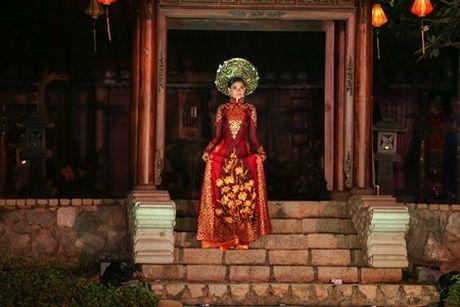 A hau Truong Thi May trinh dien ao dai tung thi Miss Universe - Anh 2