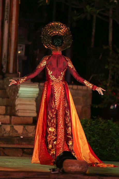 A hau Truong Thi May trinh dien ao dai tung thi Miss Universe - Anh 3