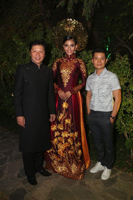 A hau Truong Thi May trinh dien ao dai tung thi Miss Universe - Anh 4