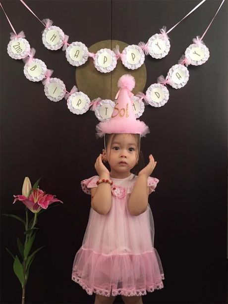 Con gai Doan Trang xinh xan don sinh nhat 2 tuoi - Anh 3