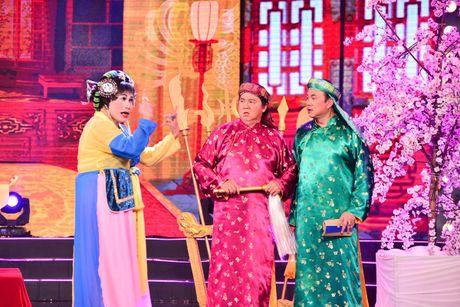 Vo chong Kim Tu Long tinh cam tren san khau hai - Anh 4