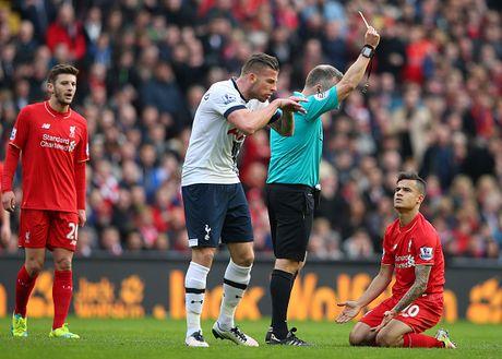 Liverpool 0-0 Tottenham: Coutinho nhan the vang do nga vo - Anh 1