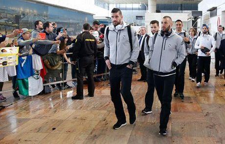 TRUC TIEP Barca - Real Madrid: Zidane va cac hoc tro da den Camp Nou - Anh 5