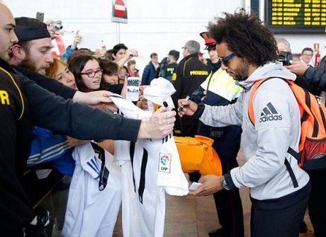 TRUC TIEP Barca - Real Madrid: Zidane va cac hoc tro da den Camp Nou - Anh 6