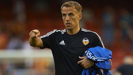 Theo got anh trai, Phil Neville bi BLD Valencia sa thai - Anh 1