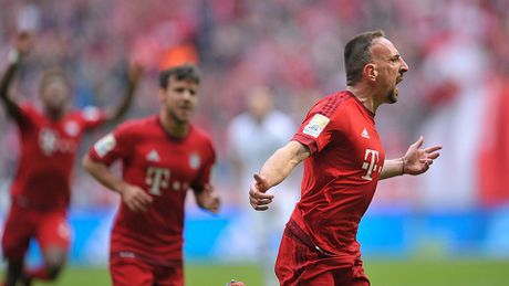 Bayern Munich 1-0 Frankfurt: Ribery lap sieu pham, Bayern duy tri khoang cach an toan voi Dortmund - Anh 1