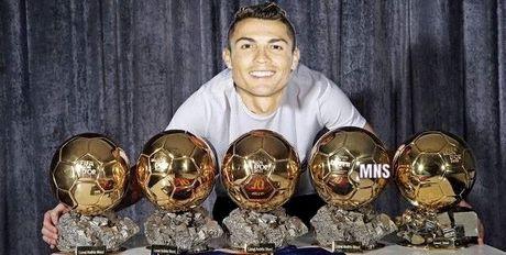 """Biem hoa 24h: Messi """"choi xau"""" Ronaldo truoc them El Clasico - Anh 9"""