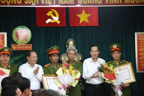 Vu tat axit 2 co gai: Thuong nong Cong an quan Go Vap pha an nhanh - Anh 2