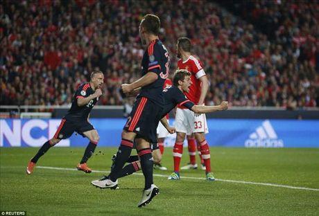 Vuot qua Benfica, Bayern cua Pep Guardiola tiep buoc Man City, Real va Atletico vao ban ket - Anh 4