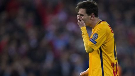 "Messi ""giau nuoc mat"" nhin Atletico gianh ve vao ban ket Champions League - Anh 10"