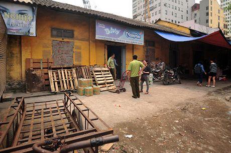Ha Noi: Thu giu gan 1 tan bot chien gion khong ro nguon goc - Anh 4