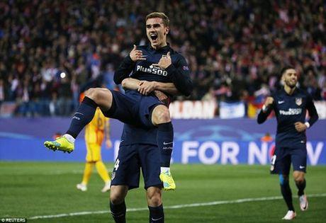 Thua Atletico Madrid, Barcelona tro thanh cuu vuong UEFA Champions League - Anh 1