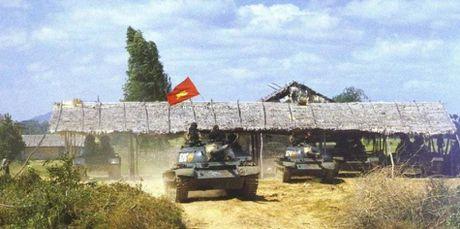 Anh cuc hiem xe tang Type 62 cua Campuchia - Anh 2