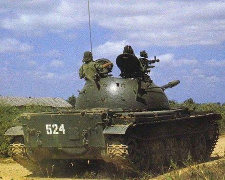 Anh cuc hiem xe tang Type 62 cua Campuchia - Anh 7