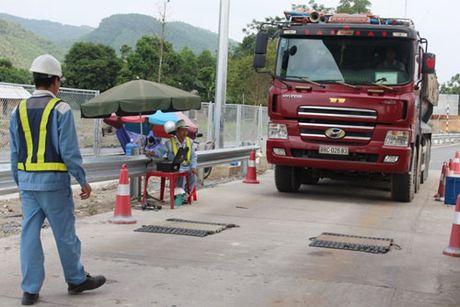 Hon 3.000 phuong tien bi tu choi phuc vu tren tuyen cao toc Noi Bai-Lao Cai - Anh 1