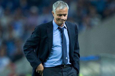 Chan chu vu Mourinho, M.U sap bi 'nang tay tren' - Anh 1