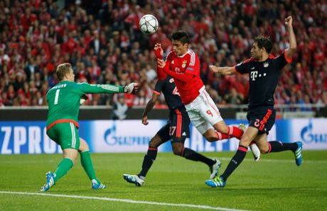 Dang cap dua Bayern vao ban ket Champions League - Anh 1