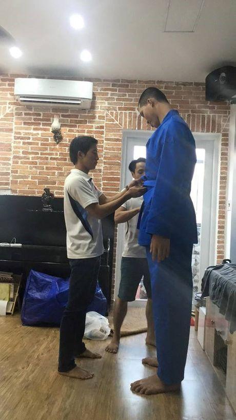 Dong doi Vovinam vat va mac ao dau cho 'nguoi khong lo' 2m15 - Anh 3