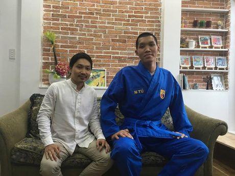 Dong doi Vovinam vat va mac ao dau cho 'nguoi khong lo' 2m15 - Anh 4