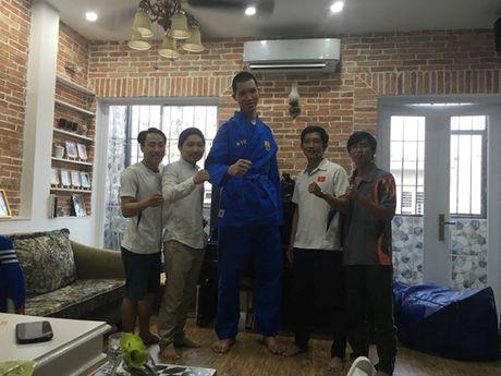 Dong doi Vovinam vat va mac ao dau cho 'nguoi khong lo' 2m15 - Anh 6
