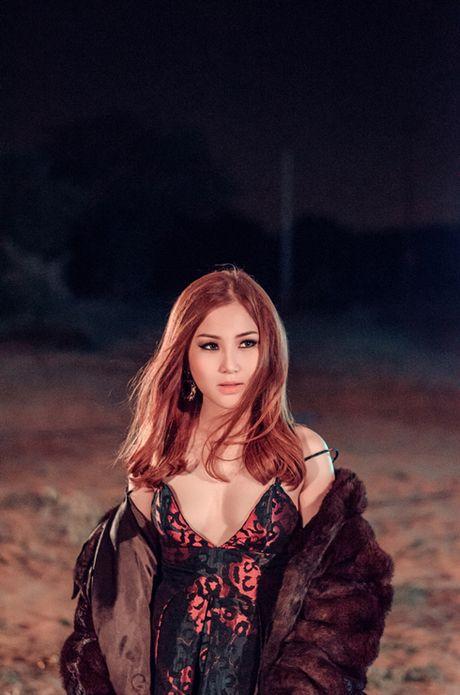 Huong Tram khoe vong mot nong bong, hon dam duoi trai dep - Anh 5