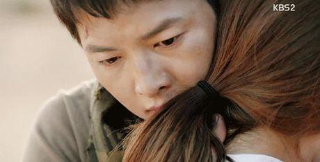 Hau due Mat Troi tap 15: Song Joong Ki tro ve tu coi chet - Anh 12