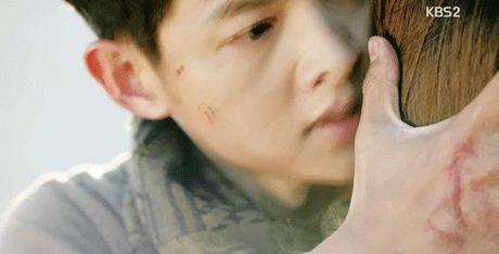 Hau due Mat Troi tap 15: Song Joong Ki tro ve tu coi chet - Anh 14