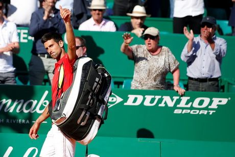 Djokovic lap ky luc buon voi cu soc Vesely - Anh 3