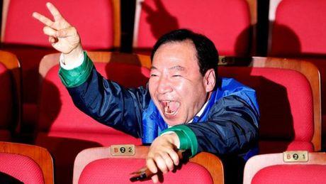 Dang cam quyen Han Quoc tra gia vi kinh te - Anh 2