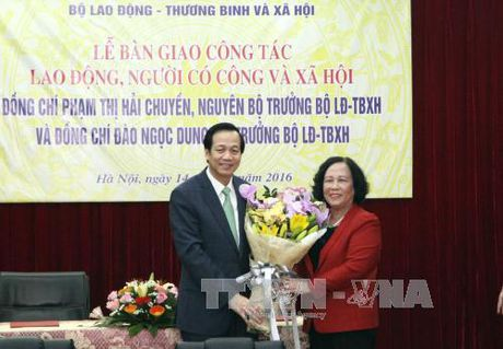 Ong Dao Ngoc Dung nhan ban giao vi tri Bo truong LDTBXH - Anh 1