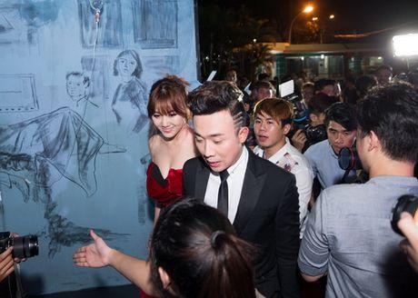 "Tran Thanh - Hari Won lien tuc tinh tu ""gay bao"" - Anh 1"