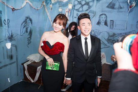 "Tran Thanh - Hari Won lien tuc tinh tu ""gay bao"" - Anh 2"