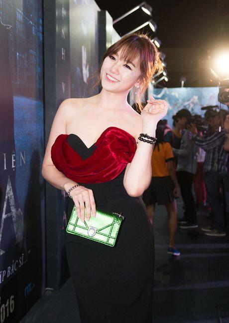 "Tran Thanh - Hari Won lien tuc tinh tu ""gay bao"" - Anh 7"