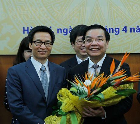 Ban giao cong tac va chuc mung Bo truong Bo Khoa hoc va Cong nghe Chu Ngoc Anh - Anh 2