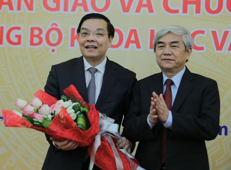 Ban giao cong tac va chuc mung Bo truong Bo Khoa hoc va Cong nghe Chu Ngoc Anh - Anh 3