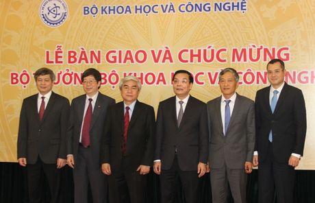 Ban giao cong tac va chuc mung Bo truong Bo Khoa hoc va Cong nghe Chu Ngoc Anh - Anh 5