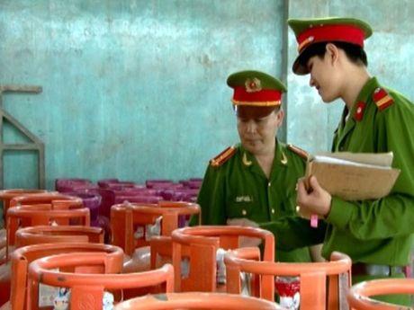 Giat minh diem tap ket binh gas cu ngay chan cau Thanh Tri - Anh 1