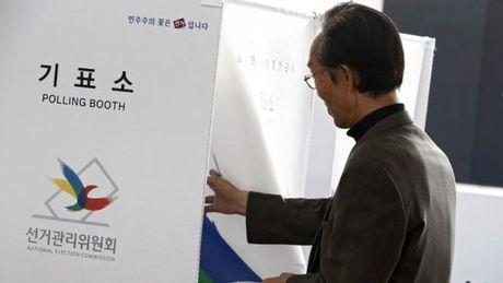Bau cu Han Quoc: Dang cua Tong thong Park Geun-Hye that bai tham hai - Anh 1