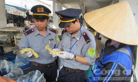 Quang Tri: Thu giu 1 tan mang nhuom chat vang o - Anh 1