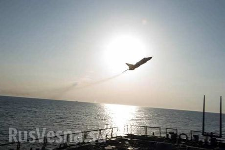 Video: Can canh Su-24 Nga luot sat sat khu truc ham My USS Donald Cook - Anh 2