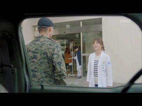 Hau due mat troi tap 15: Song Hye Kyo, Kim Ji Won khoc het nuoc mat khi hay tin ban trai hy sinh - Anh 10